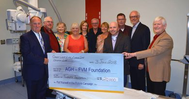 Roger Geoffrion, Regional Sales Manager, Canada Life, Paul Virgin, Campaign Co-Chair, Betty Prestion, Foundation Director, Rhonda Virgin, Campaign Co-Chair, Mary Wilson Trider, Hospital President, Gord & Bonnie Pike, Campaign supporters, Jesse Lowe, Foundation Director, Dave Perley Hospital Director, Art Levi, Campaign Supporter.