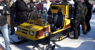 This Ski-doo Elite 450 LC by Bombardier, built in 1980, was a popular conversation piece at the 2019 Old Sled Run. This one has power steering. Photo by Jake Davies