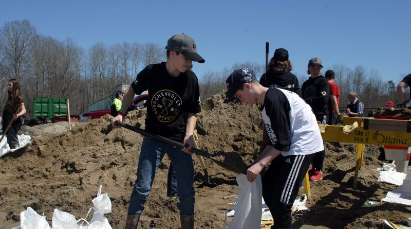 The West Carleton Warriors peewee team, recent winners of The Good Deeds Cup, came out today to help shovel sand as residents prepare for next Saturday's expected peak of the Ottawa River. Photo by Jake Davies