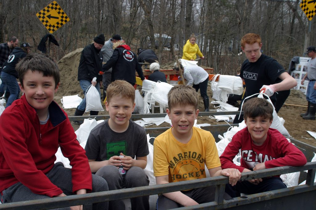 From left, Willola Beach residents Kayso Thompson, 9, Landon Dods, 9, Colton Dods, 11 and Keifer Thompson, 8, volunteered their Easter Sunday transporting sanbags to homes along the Ottawa River. Photo by Jake Davies
