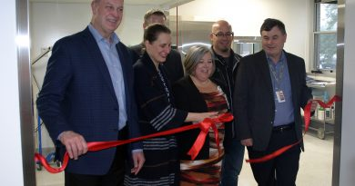 From left, John Yakabuski, Dr. Andrea Gutauskas, Mike Leblan, Colliers Project Leaders, Stephanie Walsh, Manager of OR and ER, Randy Brunatti, Frecon Construction Ltd. And Eric Hanna, President and CEO, cut the ribbon on the new department. Photo by Jake Davies
