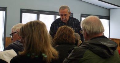 Coun. Eli El-Chantiry speaks with residents at the city-led flood meeting in Fitzroy Harbour last Monday. Photo by Jake Davies