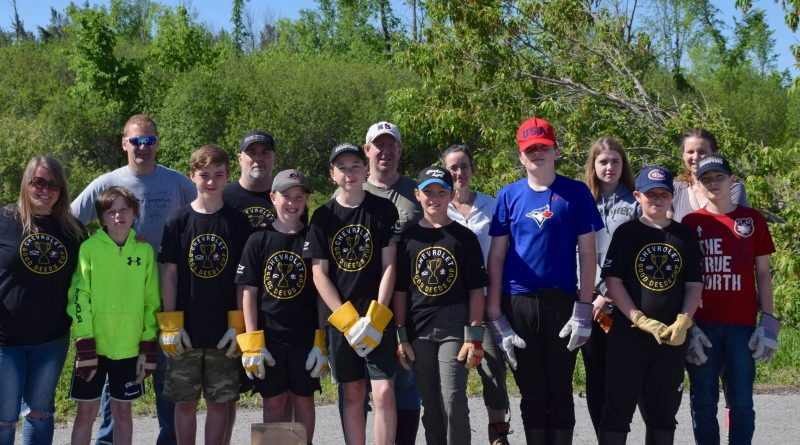 The West Carleton Warriors peewee A team made up almost half of the volunteers who registered for the Dunrobin clean-up day. Photo by Shelley Welsh