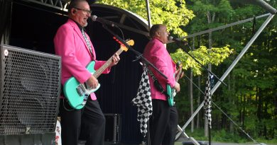 Eddie and the Stingrays electrify the crowd with '50s and '60s rock. Photo by Jake Davies