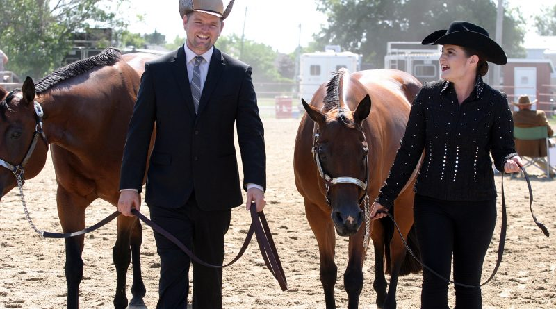 From left, Eric Farley and Fred Forgot to Zip, and Sarah Featherstone and Xtreme Gab share a laugh after the Showmanship class last Sunday. Photo by Jake Davies
