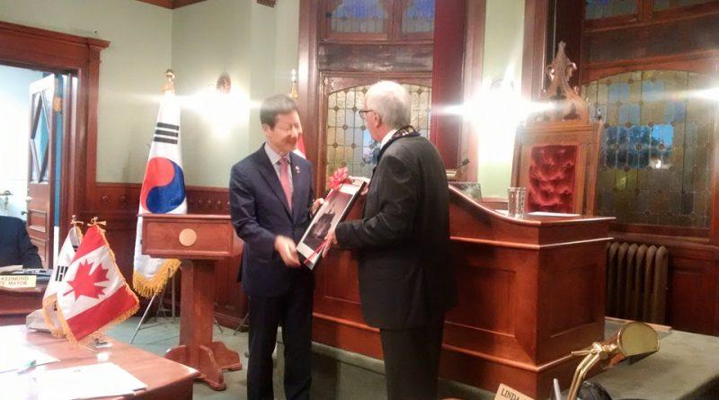 Korean Ambassador Maeng-ho Shin receives a certificate from Mayor Doug Black. Photo by Theresa Fritz