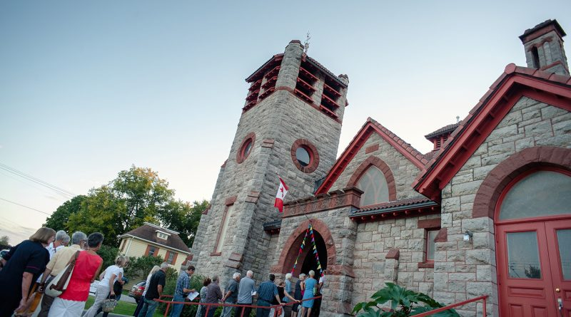 Còig is playing St. Andrew's United Church in Pakenham, Sunday, Dec. 8. Courtesy Small Halls Festival