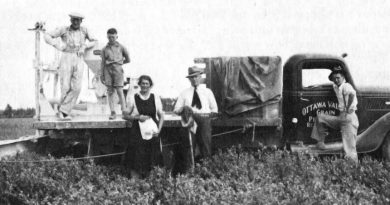 The 1930s photo the OVGP's new mural is based on. In the photo are The picture includes Howard Ferguson, Allan Lindsay, Margaret Lindsay, Nat Lindsay and Earl Lindsay. Courtesy the OVGP
