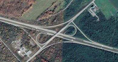 The Hwy. 417 westbound exit at March Road (top right of cloverleaf) is getting a set of traffic lights and a right-hand turning lane. Courtesy Google Maps
