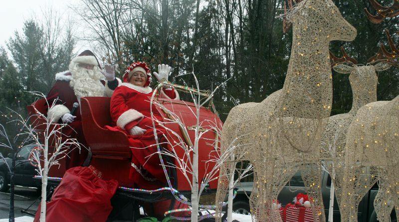 Santa and Mrs. Claus at last year's Carp parade.