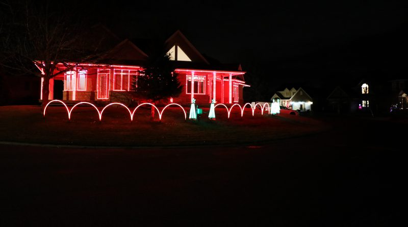 A photo of a Glenn Castle home decorated for Christmas.