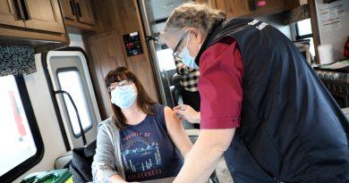 OPH lead nurse Genvieve Richer-Brule gives Dunrobin's Rebecca Holsten the flu shot last Friday.