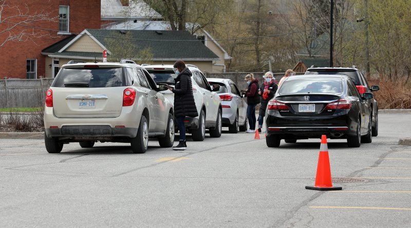 Cars wait in line at the WCFHT vaccination clinic.