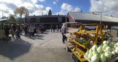 A photo of the Carp Farmers Market.