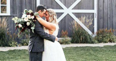 A wedding photo of Derrick and Lisa Thompson.