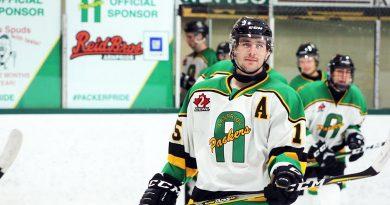 A photo of Payton Jardine playing hockey.