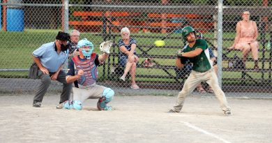 A photo of the West Carleton electric playing fastball.